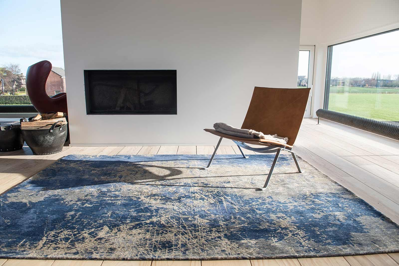 Louis De Poortere rug LX 8629 Mad Men Cracks Abyss Blue interior